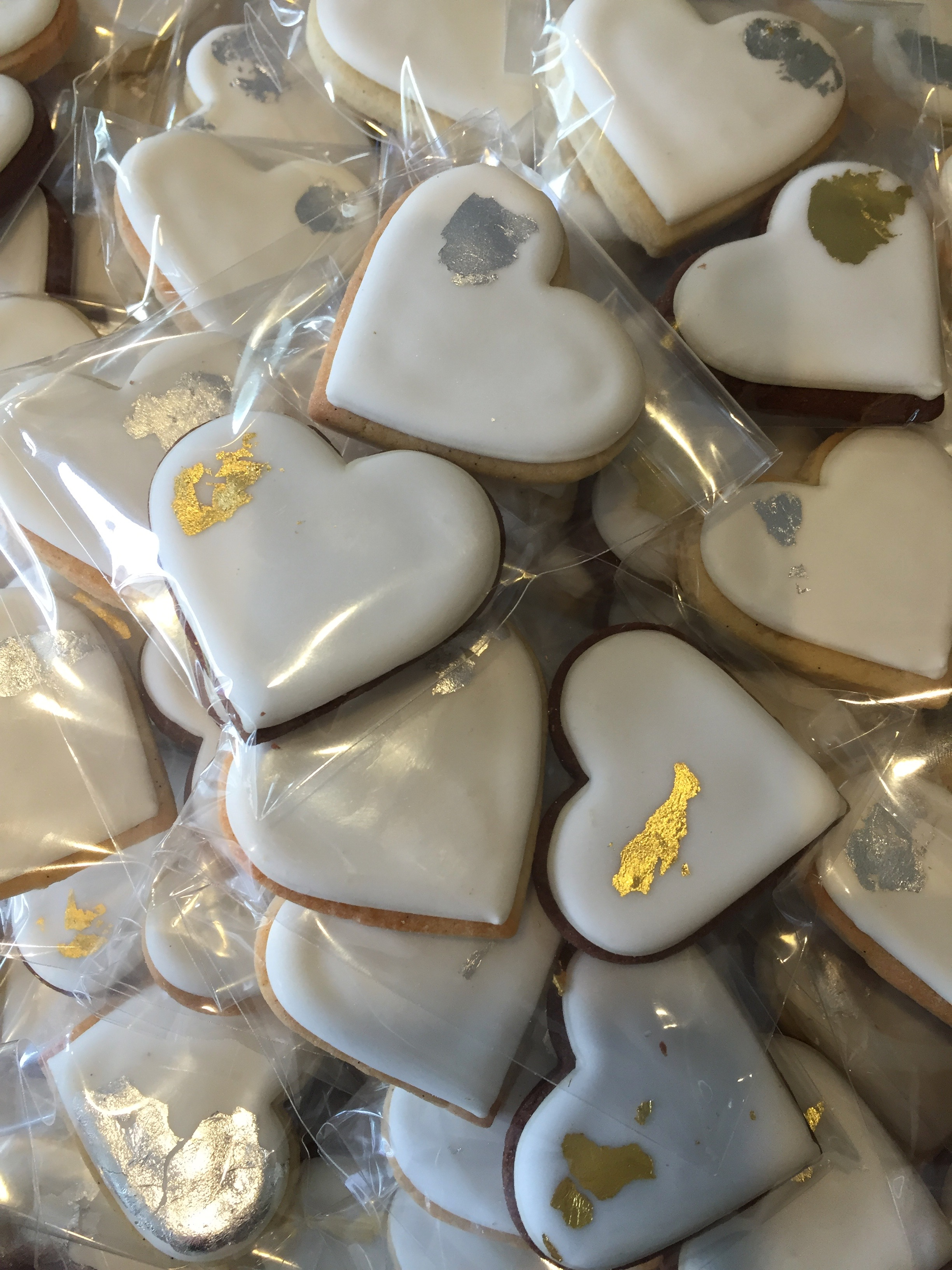 Dolce Lusso Cakes heart biscuit cookie favours gold silver bagged