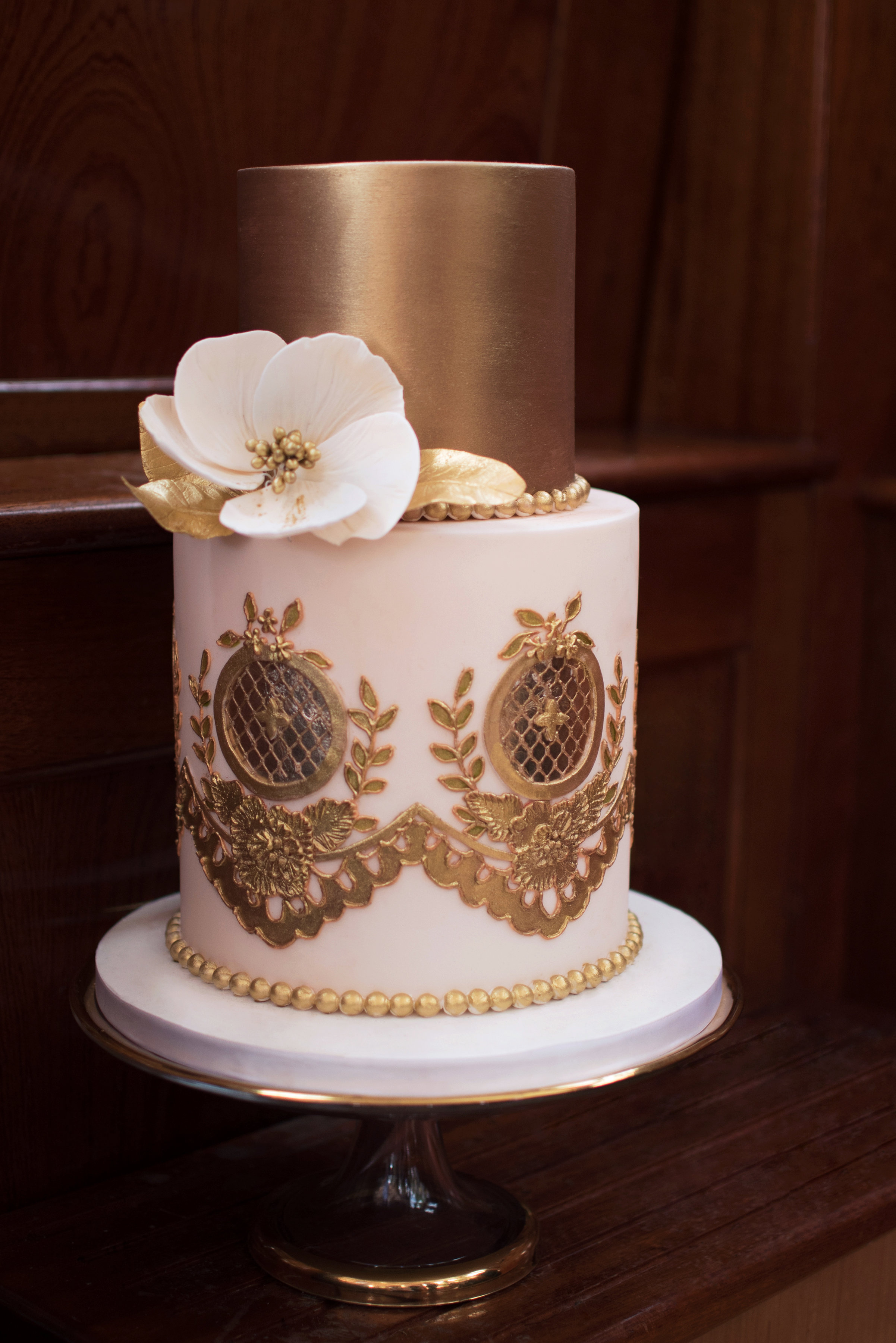Dolce Lusso Cakes 4 tier handpiped lace pattern ivory blush pink sugar flower rose